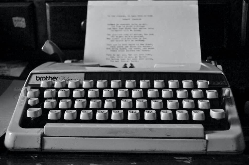 作者所指的「電影寫作」,包含劇本寫作、場面調度、電影製作